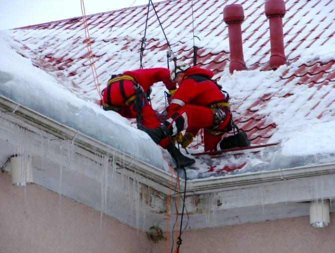 Очистка кровли от снега правила