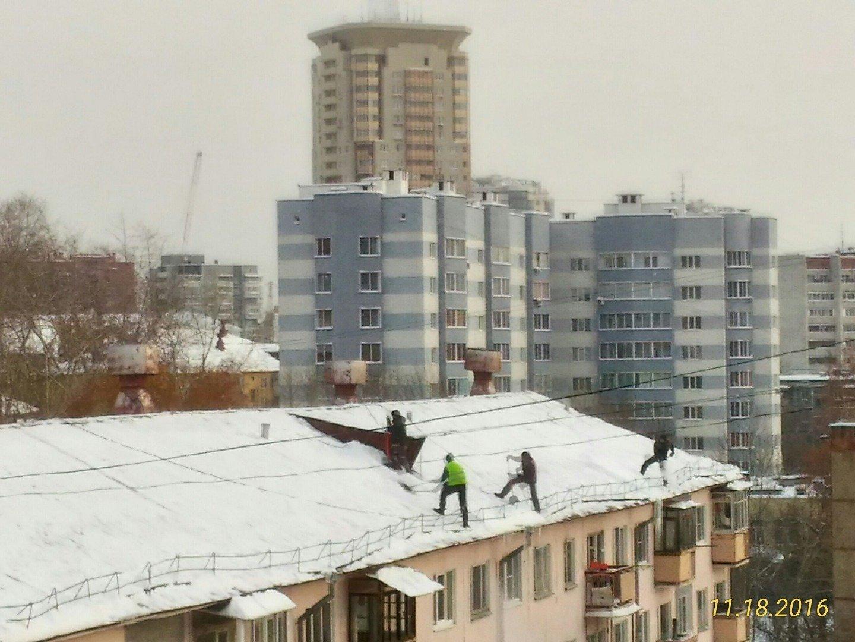 Сколько стоит чистка снега с крыш