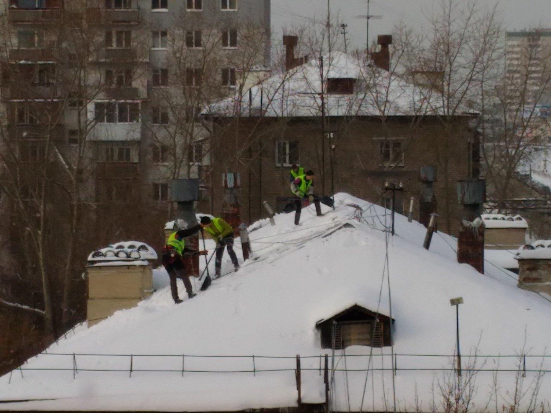 Очистка снега и наледи с крыши