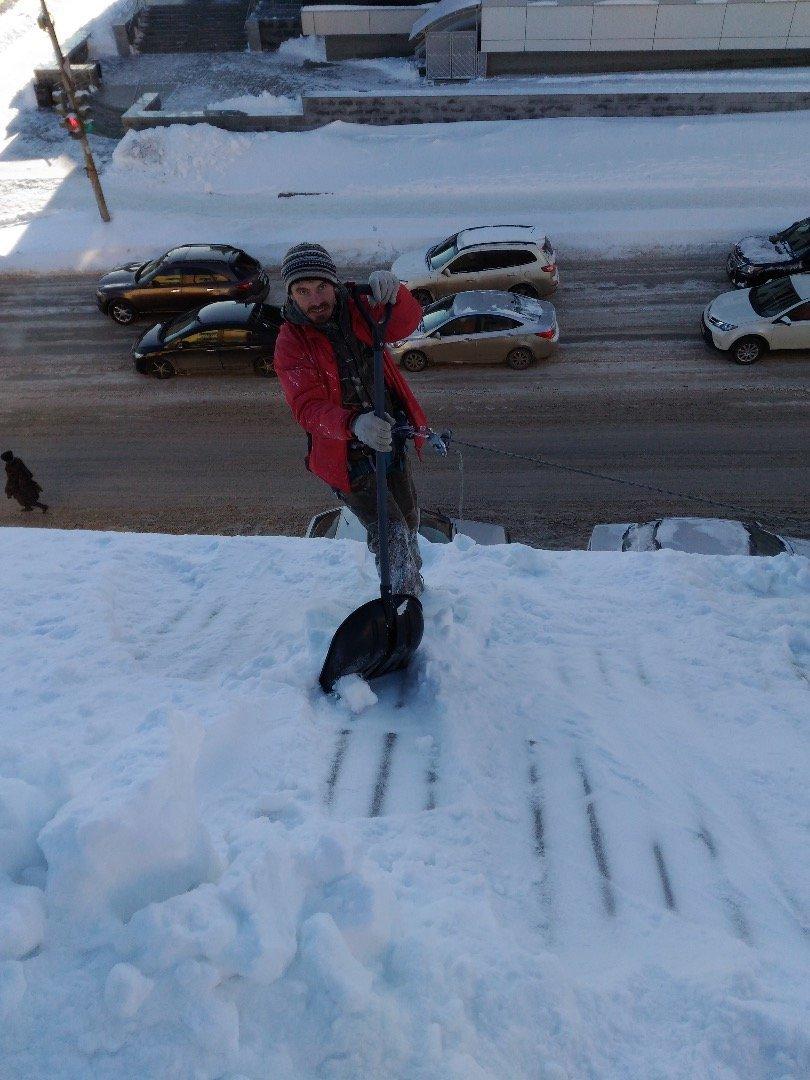 Уборка снега с крыши нормы