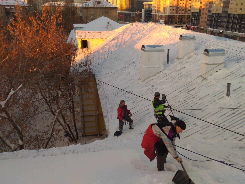 Очистка кровли от снега и наледи санкт-петербург