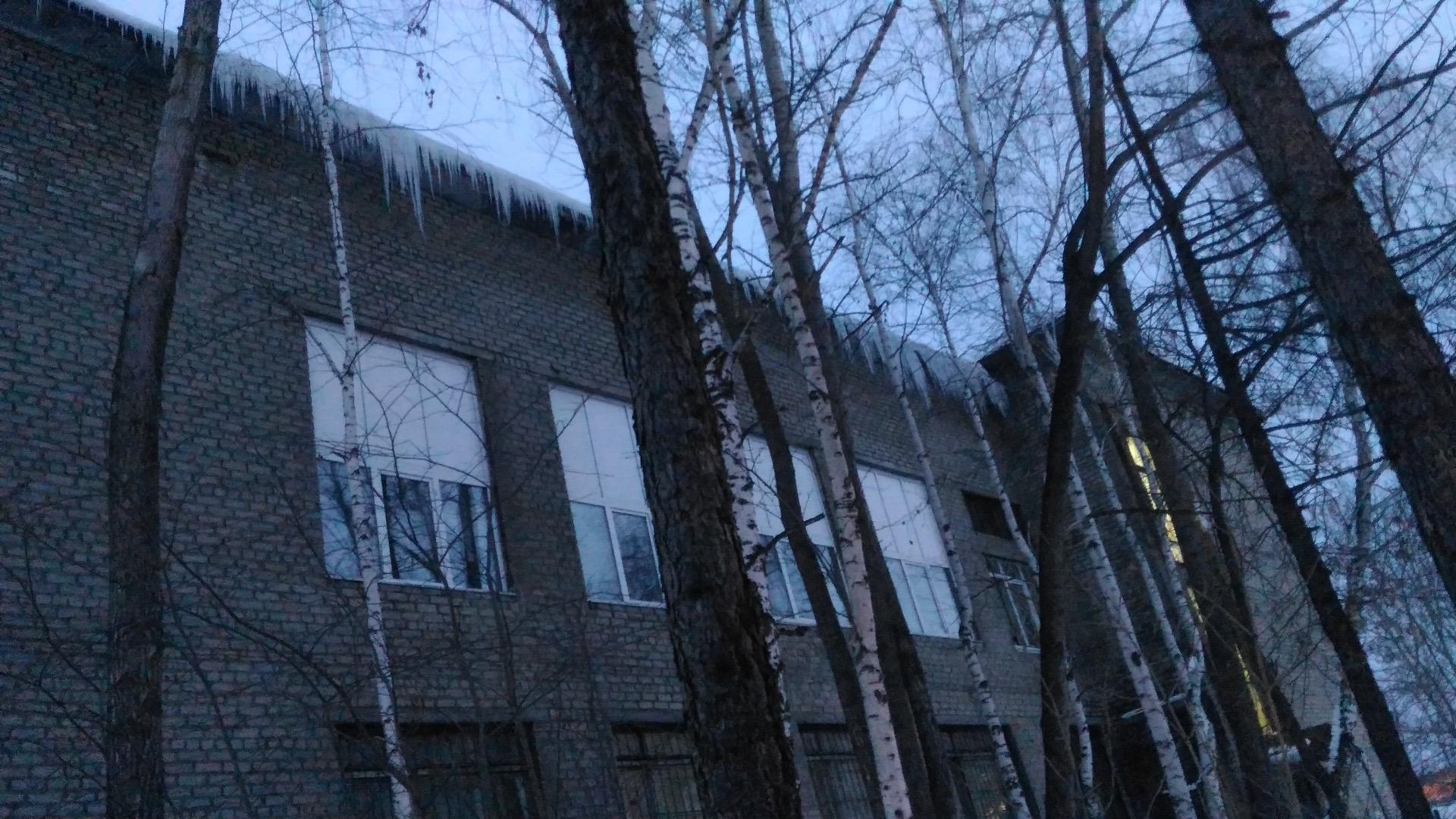 Картинка уборка снега с крыш