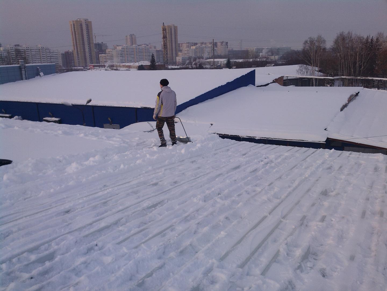 Уборка снега с кровли сургут